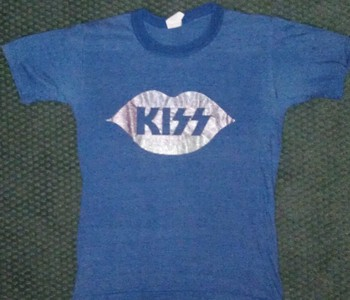 Kiss logo shirt